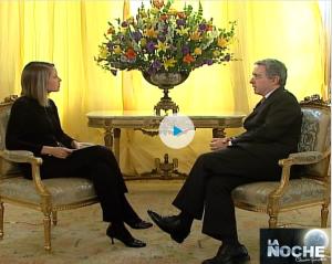 Entrevista en la Noche con Claudia Gurisatti al Presidente Alvaro Uribe